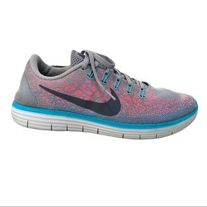 Nike Free Run Distance in Grey and Pink